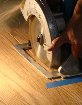 Circular saw to remove laminate floor
